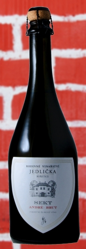 André brut, jakostní víno šumivé